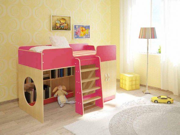 Для малышей предлагаются невысокие конструкции