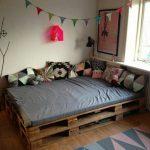 кровать из паллетов двуспальная