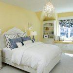светлая спальня для девушки