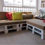 Из шести поддонов также можно изготовить угловой диван