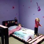 кровать из паллетов для девочки