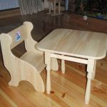 Маленький столик и стульчик