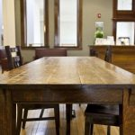 Мебель из массива дерева для гостиной
