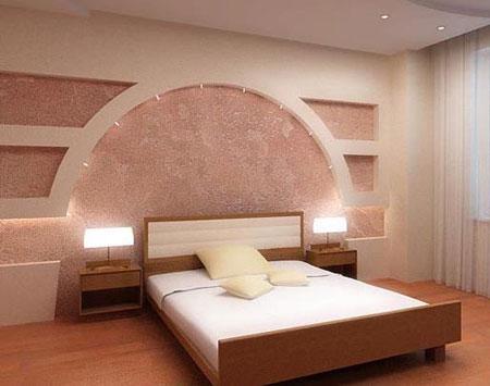 Оформление стены у изголовья кровати в спальне нишами