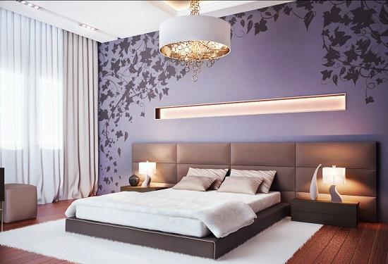 Оформление стены у кровати в спальне мягкими стеновыми панелями