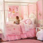 Прекрасная розовая детская комната для девочки
