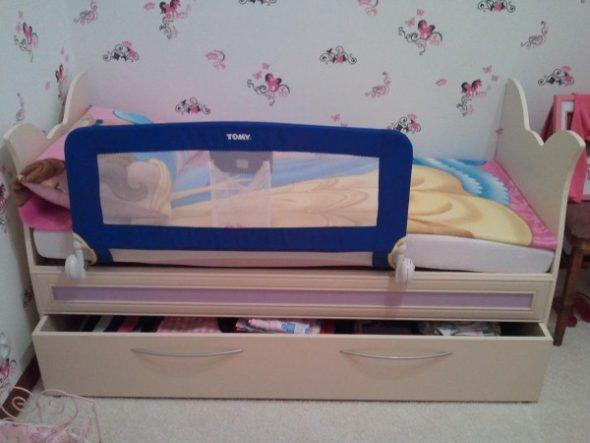 кровать со съемным бортиком