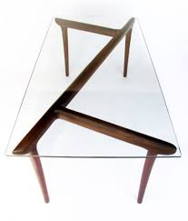 Стеклянный дизайнерский столик
