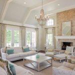 белая мебель в загородной комнате