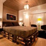 кровать из поддонов деревянная