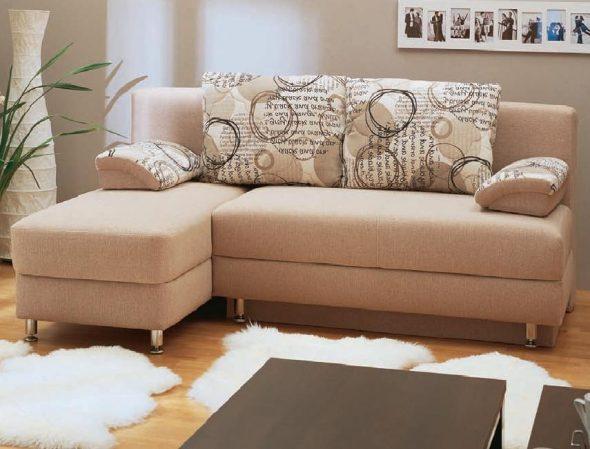 Угловой диван для малогабаритной квартиры