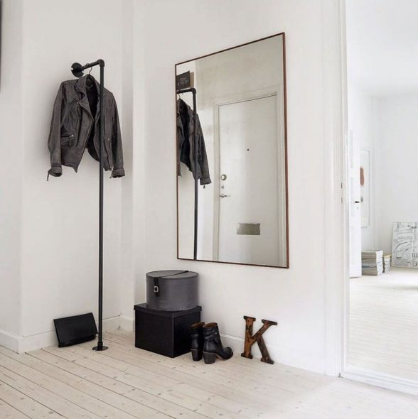 зеркало в прихожую на стене