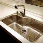 Выбор кухонной врезной мойки в столешницу
