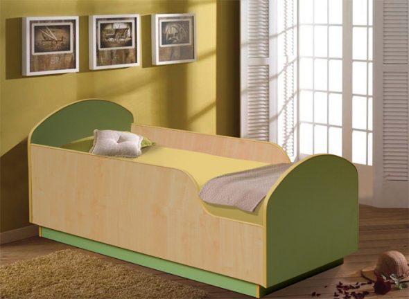 высокая кровать с бортиками