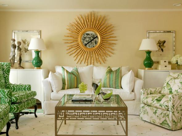 Зеркало солнце будет гармонично смотреться над диваном