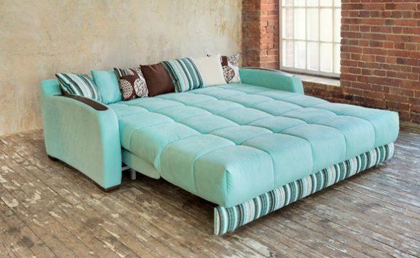 бирюзовый диван в спальне