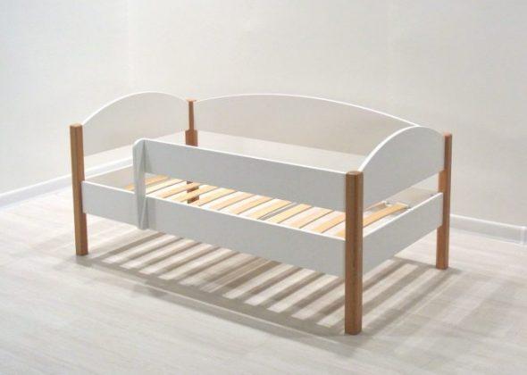 детская кровать с ламелями