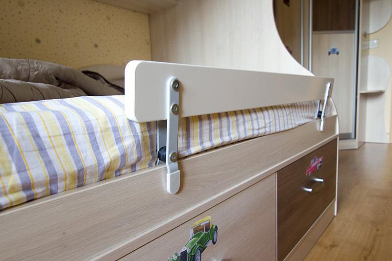 Бортик от падения на детскую кровать своими руками 438