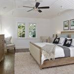 деревянная кровать своими руками в светлой спальне
