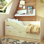 кровать с бортиком и дельфином