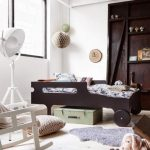 детская кровать с бортиками из дерева
