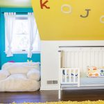 детская кровать с бортиками в интерьере