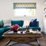 диван бирюзовый дизайн гостиной