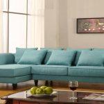 диван бирюзовый в гостиной
