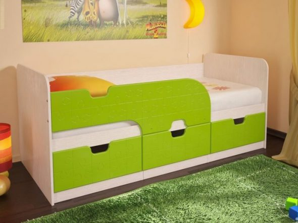 зеленая кровать дельфин в детской