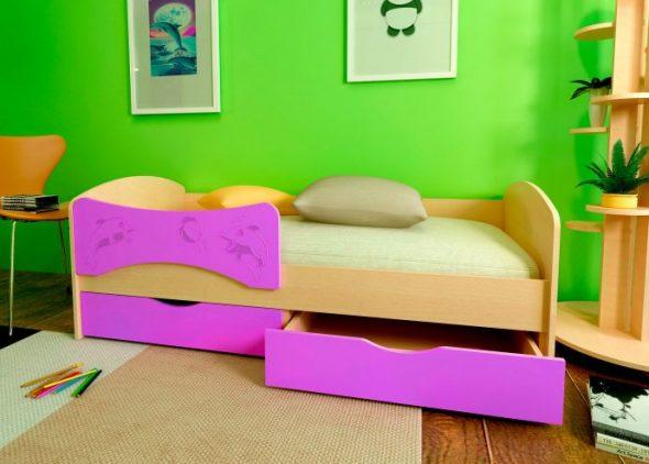 дизайн яркой кроватки дельфин