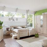светлая спальня с салатовым
