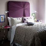 двуспальная кровать с оригинальным изголовьем