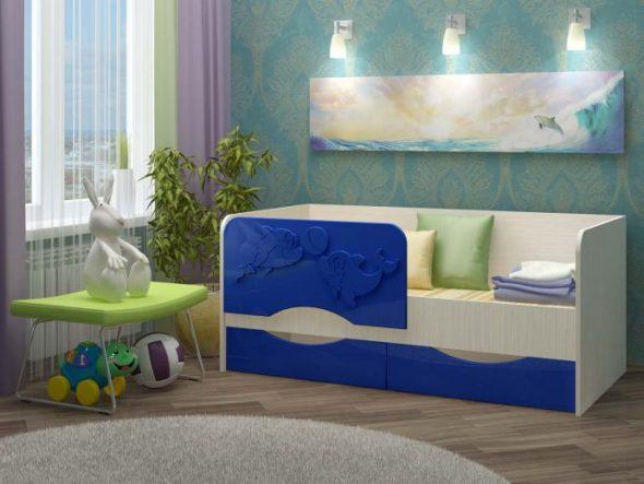 кровать дельфин синего цвета