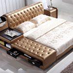 красивая кожаная кровать