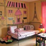 красивый элемент дизайна кровати и детской