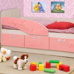 кровать дельфин розовая