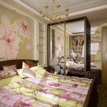 двуспальная кровать в цветочном интерьере