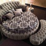 круглая кожаная кровать фото