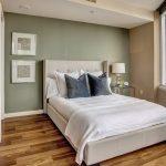 двуспальная кровать расположение