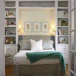 откидная кровать в спальне
