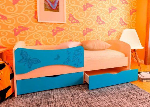 яркая кровать дельфин