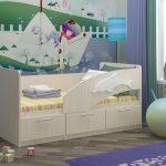 бортик кровати с дельфином