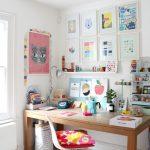 стол для школьника в детской
