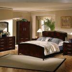 двуспальная кровать темно коричневая