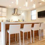 барная стойка в маленькой кухне