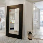 зеркало у стены