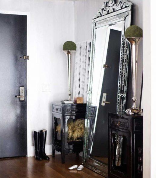 зеркало в прихожей сбоку