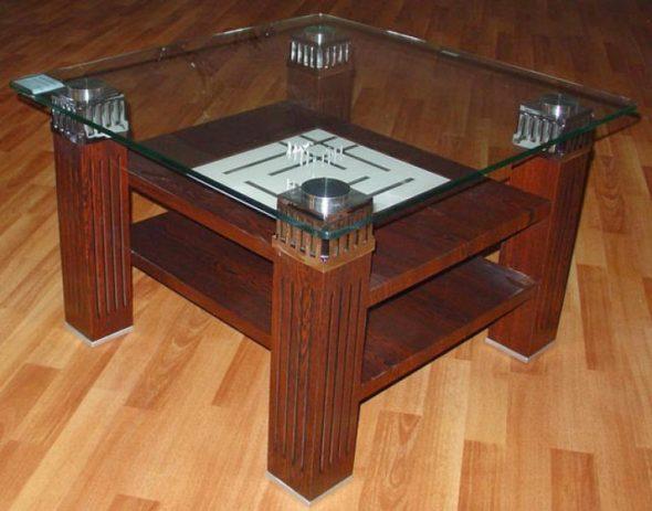 журнальный стол с деревянными ножками