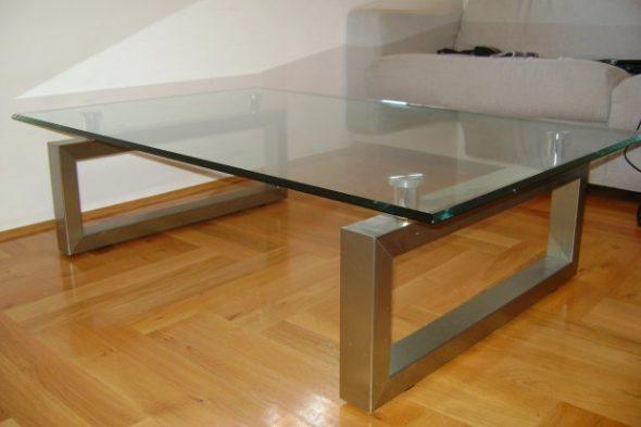 журнальный стол с металлическими ножками