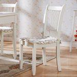 Белые деревянные стулья (с подушками)